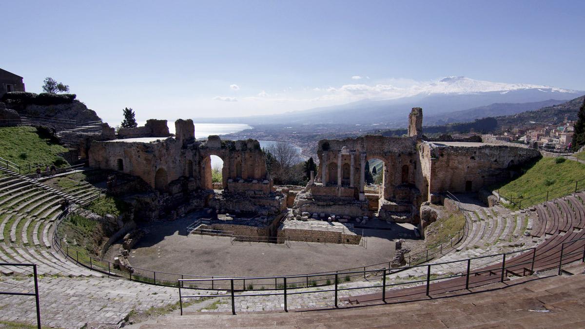 iGuzzini illuminates the Taormina Theatre