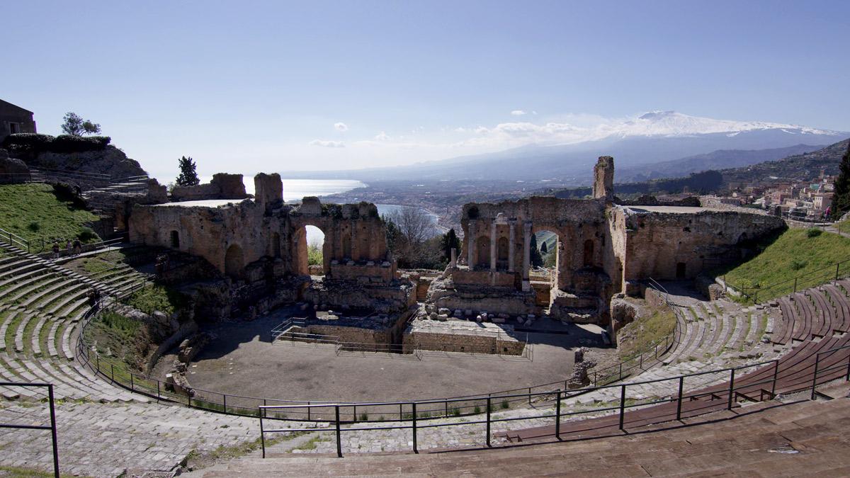 iGuzzini accende il teatro antico del Parco Archeologico di Naxos