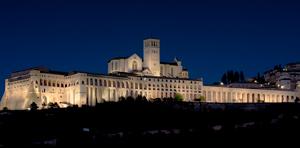 Neue Außenbeleuchtung des Sacro Convento von Assisi