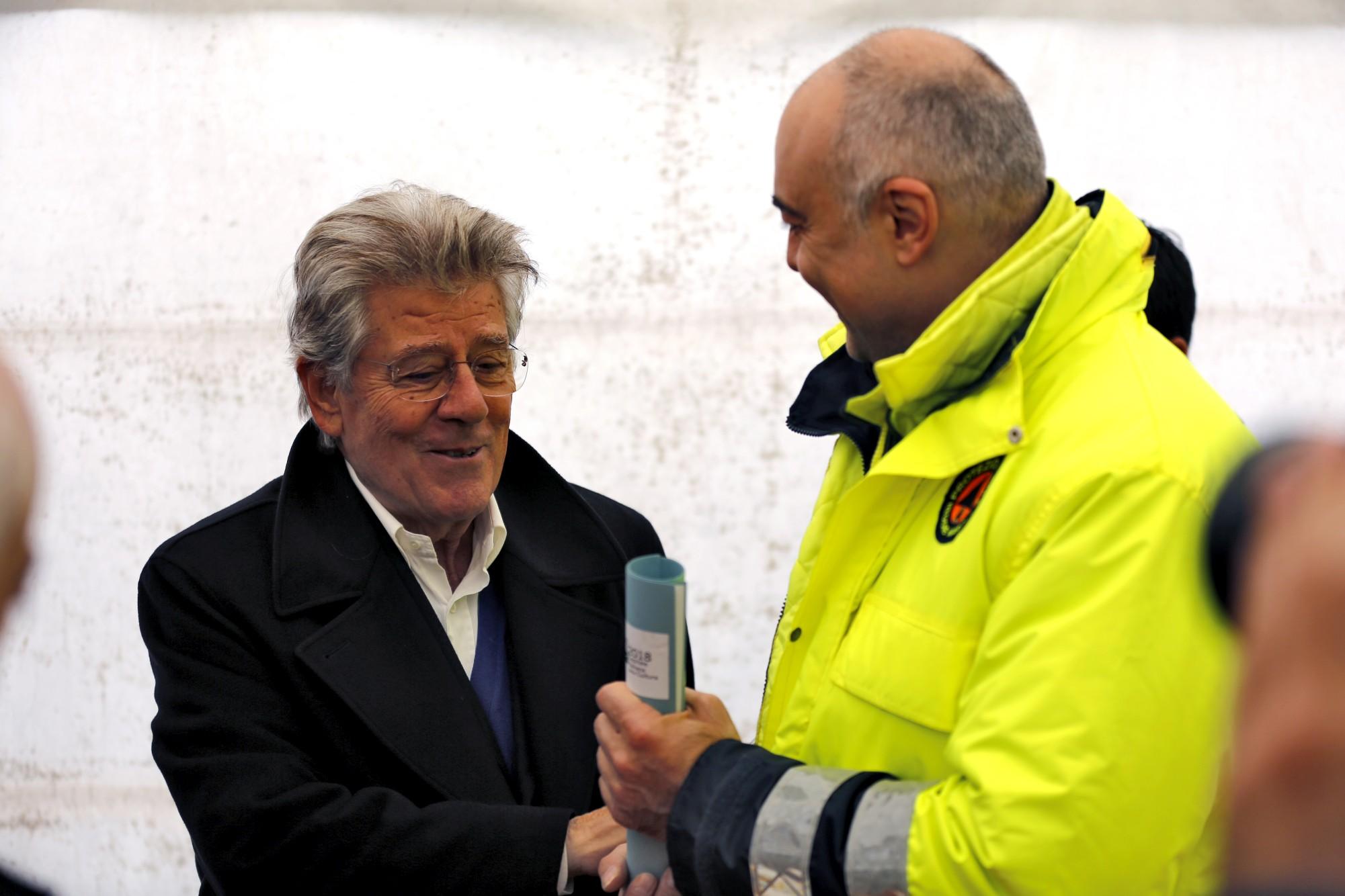 Adolfo Guzzini con il sindaco di Visso Giuliano Pazzaglini