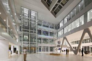 La iluminación en la sede regional de una de las bancas francesas más destacadas